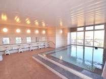 男子大浴場。時期によっては富士山をご覧いただけます。