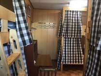 ルーム3洋室男女混合ドミトリー6人部屋です。