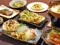 【料理】季節の郷土御膳:冬の一例。ゴッコ・菜の花・ホッキやボタン海老など、季節の味をお楽しみ下さい。