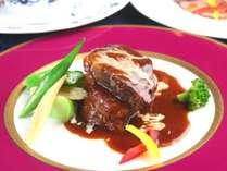 【夕食】グレードアップメイン。ちょっと贅沢な特選食材を使用したお料理。何を味わえるかお楽しみ。