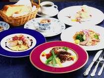 【夕食】グレードアップコース。ちょっと贅沢な特選食材を使用したお料理の数々。何を味わえるかお楽しみ。
