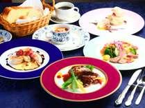 《夕食》グレードアップコース。ちょっと贅沢な特選食材を使用したお料理の数々。何を味わえるかお楽しみ。