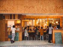 guest house MARUYAの前は地元の人とも交流できるCafe&Bar