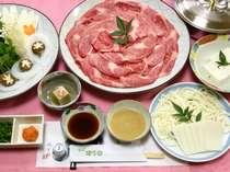 【神戸牛しゃぶしゃぶ一例】たっぷりのお野菜と一緒に、ヘルシーに召し上がっていただけます。