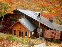 秋、周りは一面の紅葉です
