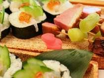 和食盛り込み料理 春らしいかざりがイイですよね♪