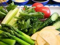 夕食会場で人気『旬の野菜バイキング』