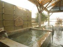 地酒風呂・露天風呂諏訪湖を眺めながら・・朝の風も心地よい♪