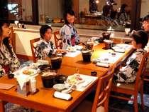 みんなでワイワイ会席料理を囲んで