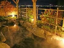 夜の露天風呂。夜景もキレイ♪