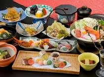 旬の和食会席は月替り。料理長は旬の素材を大切にしたいと語る。料理はクチコミ4.1と好評。