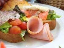 和洋の朝食バイキング(一例)