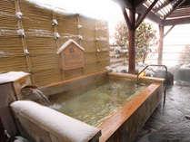 雪の露天風呂は風情たっぷり。雪景色の諏訪湖を堪能♪