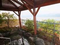 諏訪湖を眺める露天風呂