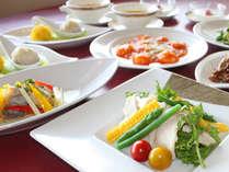 積極的に和食材を取り入れ、美と健康も意識したという中華料理長 橋詰の型破りな創作コース