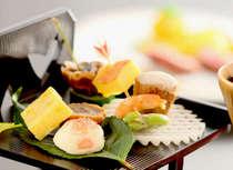 季節を目と舌で愉しむ会席料理。★感染症対策で当面の間、会席料理の一部を重箱へ盛込み提供しています。