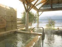 諏訪湖を眺む日本酒が香る地酒風呂。日本酒のアミノ酸成分によってお肌ツルツル♪
