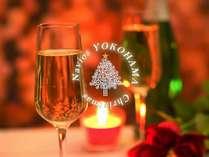 """手にしたグラスに映る「あなた」の笑顔は、きっと""""今年一番""""。極上夜景に酔いしれるひとときを―"""