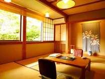 本館3階「白樺」麻釜通りに面していないコンパクトな客室。四季折々移り変わりを感じられる客室。