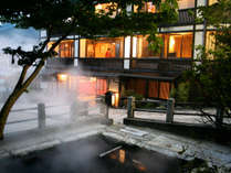 麻釜の噴湯の傍。外湯巡りにも便利、且つ閑静な立地。