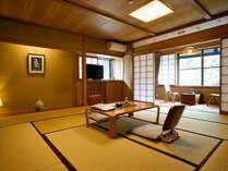 野沢温泉らしい風景を楽しめる人気の客室。湯の香漂う中、朝夕茹で物をする村人達の生活が見られます。」