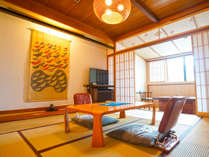 別館3階客室「若菜」随所に組子細工を取り入れ、水回りもゆったり。居住性を向上させた客室
