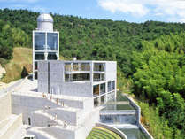 <外観>当館は「公共の宿」「児童館」「天文台」の3つが合わさった施設★