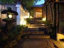 観光拠点に最適。八坂神社の南門に位置しております。