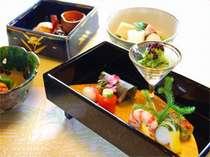 味はもちろん、目でもお愉しみいただける京料理会席です。(一例)