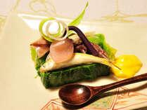 【ご夕食のひと品】食材と見た目にも季節感をいきいきと表現したお料理の数々。