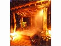 温かいヒノキの湯舟の貸切露天風呂「森の方舟」1回45分2,100円(当日予約制)