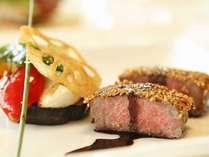 メインディッシュの肉料理はシェフのフレンチを堪能♪季節の野菜とともに仕上げる一皿の中の和洋