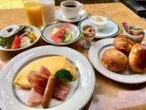 卵料理はスクランブル、目玉焼き、オムレツから選択できます。