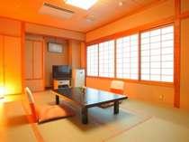 液晶テレビと広々和室(12畳)