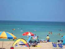 遠浅だからお子様も安心ですね!きれいな白砂とコバルトブルーの海!!