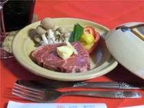 岩手ならではのやわらかい肉質のステーキをお出ししております。