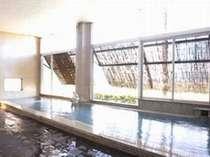 展望風呂(内湯)。 源泉100%掛け流しの湯を堪能!