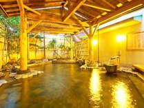 【柿の湯・露天】ドバドバと源泉が流れ出す様は圧巻!真の100%源泉掛け流しを体感してみて下さい。
