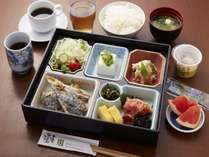 さかな市場の和朝食。九州の食材が中心です。ボリュームも満点。6時30分から。