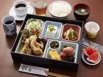 選べる3つの朝定食□九州・大分名物とり天。九州の食材が中心です。ボリュームも満点。6時30分から。