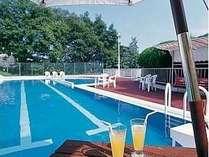 【ご宿泊者専用プール】20m×4コースの他、子供専用プールもある
