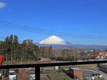 禁煙37平米・特別室ツイン(客室一例)/露天風呂から眺める富士山