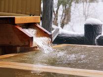 ひんやりとした空気の中雪景色を眺めながら楽しむ温泉は格別です♪
