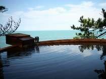 【露天風呂】朝・昼・夜と色々な顔を見せる海は心を穏やかにさせてくれます。