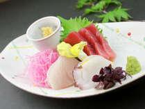 旬の味覚を楽しむ創作和会席膳新鮮なお刺身をお召し上がりください。