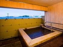 【貸切露天風呂】こちらはひのき製のお風呂です。30分無料で利用できます