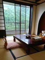 和室(渓流向き)