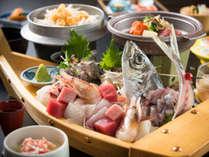 ご夕食舟盛の一例(写真は2人前です♪)。食べきれるか心配になるレベルかも?