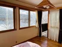 【マスターベッドルーム】ダブルサイズの大きなベッドが一つ、大きなクローゼットもございます♪