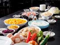 【和洋バイキング朝食】最上階10階の開放的な展望レストランにてご堪能頂けます。